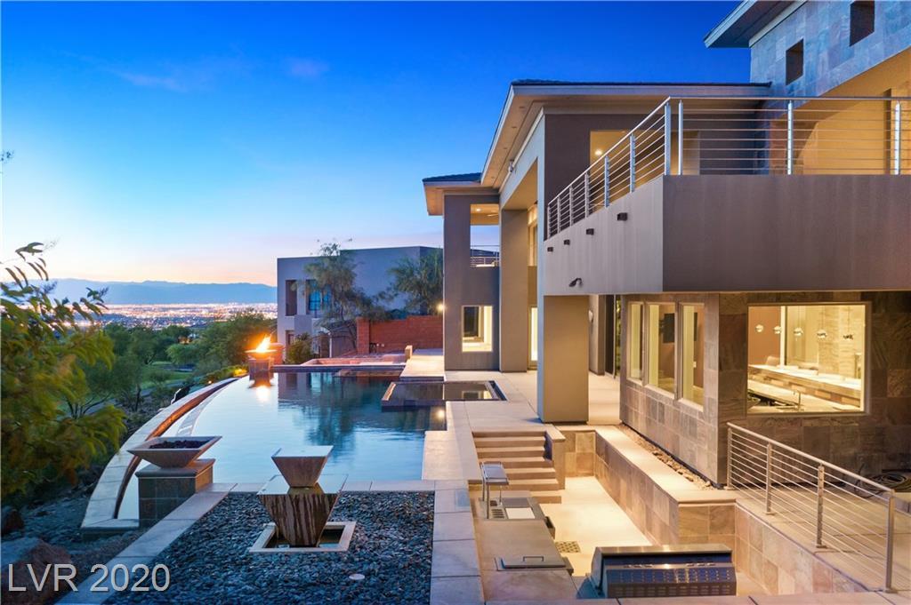 building a custom home in Las Vegas